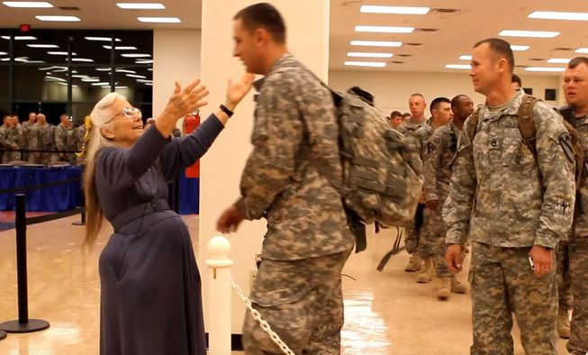 grandma hugs soldiers 3 - 'The Hug Lady' Disappears After Giving Returning Soldiers Hugs For Over 12 Years, Then Soldiers Learn The Sad Truth
