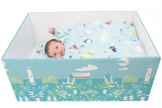 newborn cardboard baby box 1 - First-Time Parents Find Their Newborn Baby Sleeping In A Box. Then, Doctor Finally Shows Up And Says This