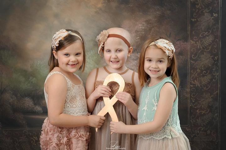 2 9 - 3 ans après, des petites rescapées du cancer sont réunies pour une séance photos