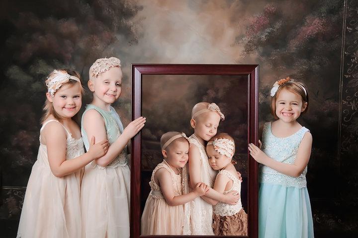 3 7 - 3 ans après, des petites rescapées du cancer sont réunies pour une séance photos