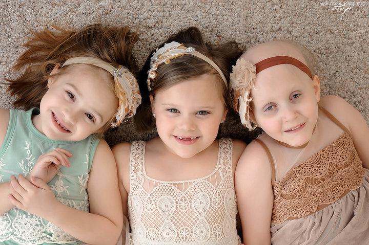 8 3 - 3 ans après, des petites rescapées du cancer sont réunies pour une séance photos