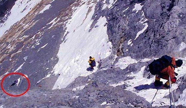 2 30 - Everest : les alpinistes se repèrent grâce aux cadavres des grimpeurs disparus