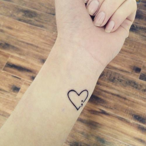 3 32 - Découvrez la tendance des mini tatouages, lequel choisirez-vous?