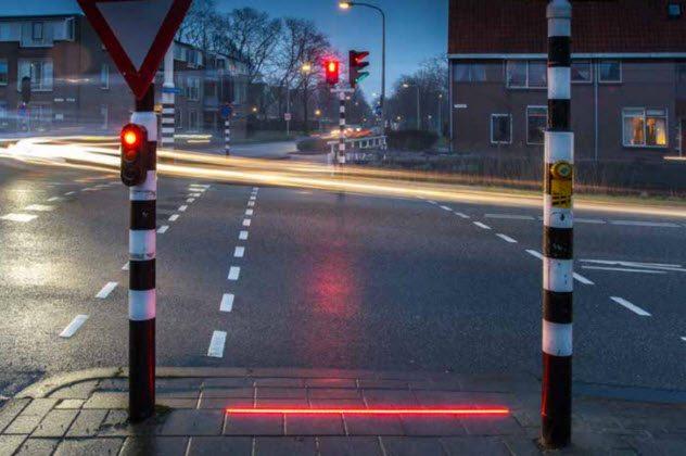 3 zombie lights - Top 10 des signes qui prouvent qu'une épidémie de zombies a déjà commencé