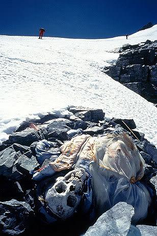 5 14 - Everest : les alpinistes se repèrent grâce aux cadavres des grimpeurs disparus