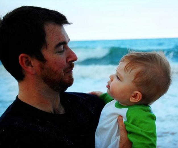 5 7 - 「この子に見覚えはありますか?」・・10年前、写真で父の命を救ったネット上のスター!