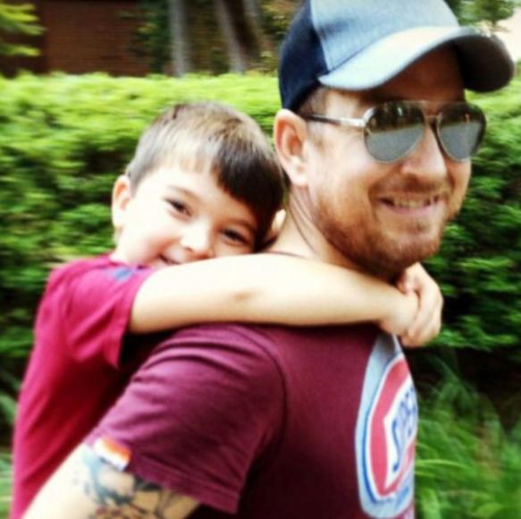 6 5 - 「この子に見覚えはありますか?」・・10年前、写真で父の命を救ったネット上のスター!