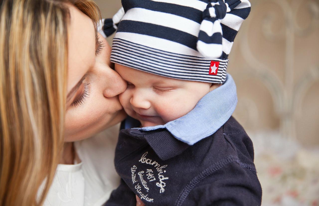 baby 165067 1280 - キスする時、頭を「右」に傾けますか?それとも「左」に傾けますか?