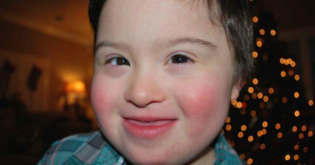 milocastillo 1024x538 - Ce serveur américain met son job en danger pour défendre un enfant trisomique