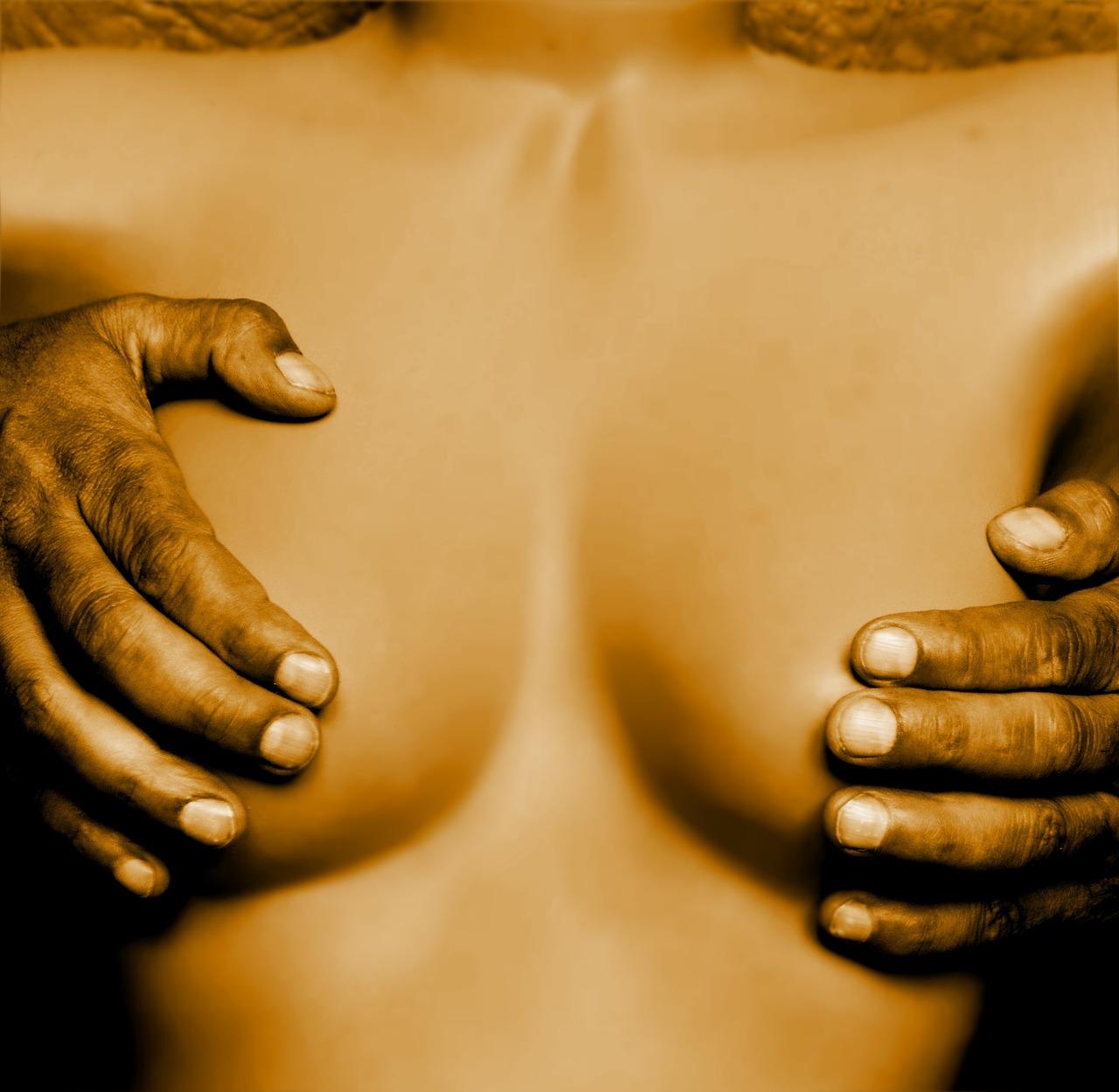 woman 1008881 1280 - 胸のGスポット!スペンス乳腺尾部について調べてみた!