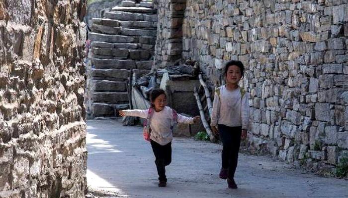 00cmk212t436b2678anm - 단 '한 명'의 제자 위해 매일 '절벽 위' 학교로 출근하는 선생님