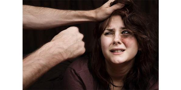 12c500e - 데이트 폭력으로 갈비뼈 부러졌는데..가해자로 몰린 여성....분노!