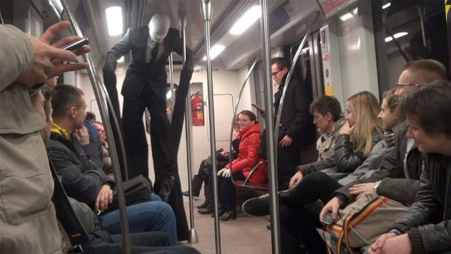 18bizzaretransport - 18 Photos Of The Most Unusual People On Public Transport
