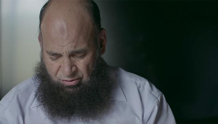 2 11 - 이 남자의 품에서 80여 명의 아이들이 생을 마감했다