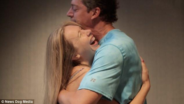 20170724121017 jy170724b2 - 「性関係」なしで抱き締めるだけでオーガズムを感じるカップル(映像)
