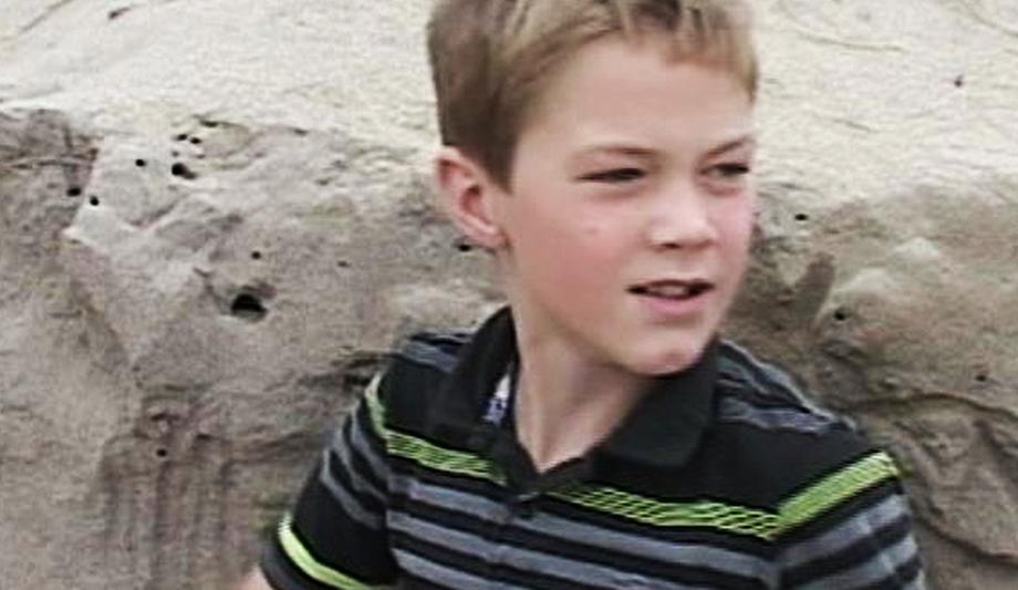3 35 - 해변에서 놀던 소년이 모래 속에서 여자아이의 팔 발견...'경악'