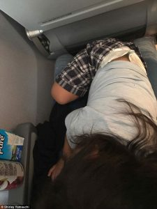 420e234f00000578 4668282 image a 36 1499270805673 225x300 - Mom Travels With Her Toddler. How They Were Treated On The Flight Outrages Everyone