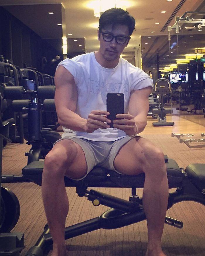 50 year old photographer asian do not age chuando tan 24 5975debb4add8  700 - 섹시미 뿜뿜! 절대 나이가 믿기지 않는 이 초동안 남성의 나이는? (사진 10장)