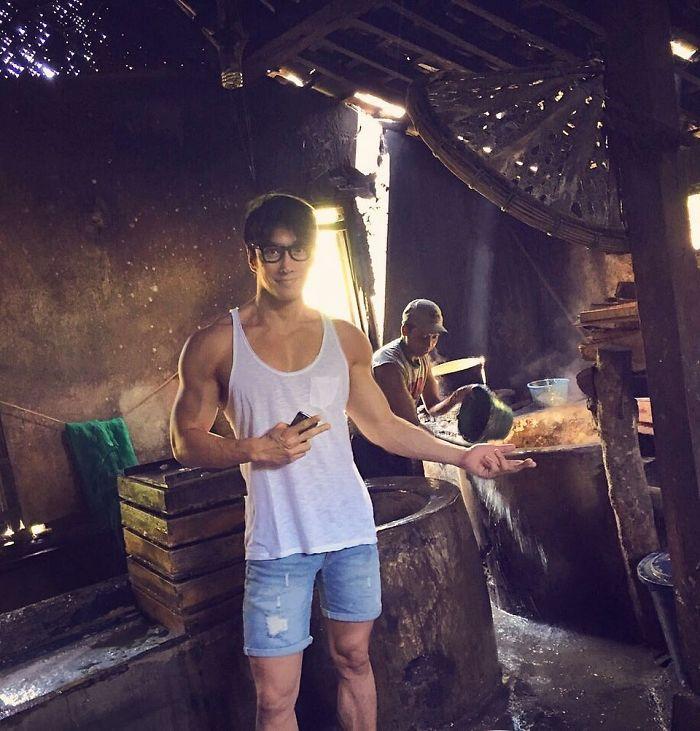 50 year old photographer asian do not age chuando tan 5 5975de94aab73  700 - 섹시미 뿜뿜! 절대 나이가 믿기지 않는 이 초동안 남성의 나이는? (사진 10장)
