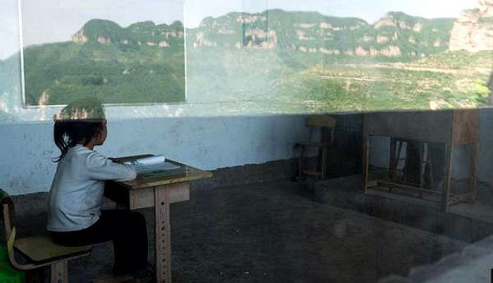 7go9926f3ufr9ktn5j95 - 단 '한 명'의 제자 위해 매일 '절벽 위' 학교로 출근하는 선생님