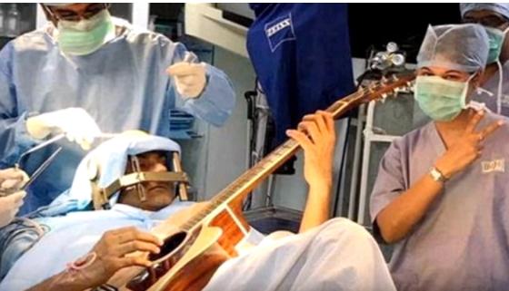 article 4 1 3 - '뇌 수술'을 받던 환자의 놀라운 '행동'(영상)