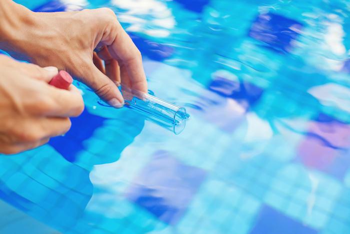 depositphotos 89608504 m 2015 - 아무도 알려주지 않은 '수영장 물'에 숨겨진 소름끼치는 비밀 10가지