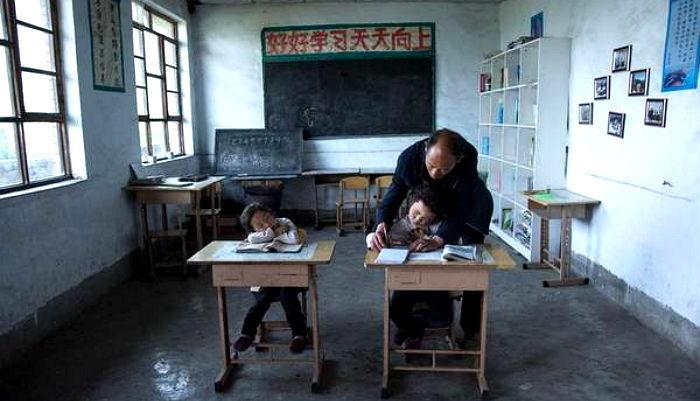 ntp6l8owqz13ulwe9e2f - 단 '한 명'의 제자 위해 매일 '절벽 위' 학교로 출근하는 선생님