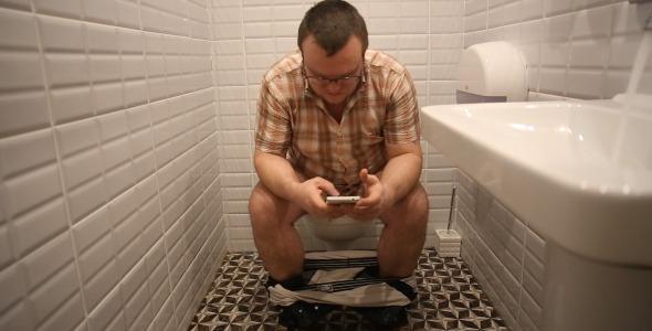 phone in toilet - 화장실 갈 때 휴대폰을 두고가야하는 이유.. (충격)