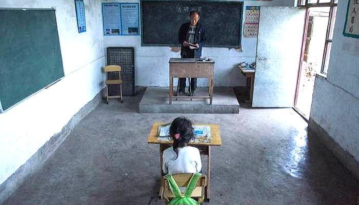 z745u098640g918egya2 - 단 '한 명'의 제자 위해 매일 '절벽 위' 학교로 출근하는 선생님