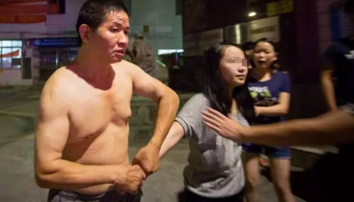 """01 14 - 길거리에서 폭행당한 소녀의 비명...""""1년 동안 아빠가 절 성폭행했어요"""""""