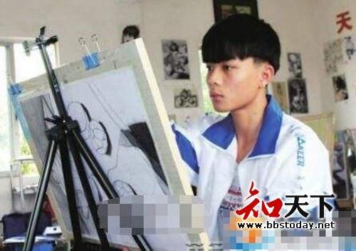 0gctwyuaap - 只用1支筆!16歲男上課畫畫被老師「當眾羞辱」!專家看到作品驚呆「簡直藝術奇才」!