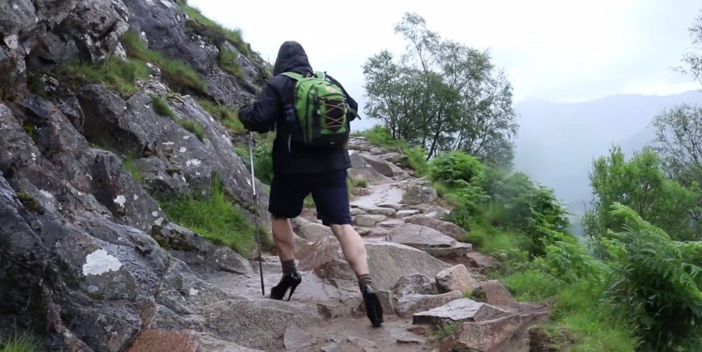 10 1024x513 - '하이힐'을 신고 가장 높은 산을 오른 영국 남학생, 그 이유는?