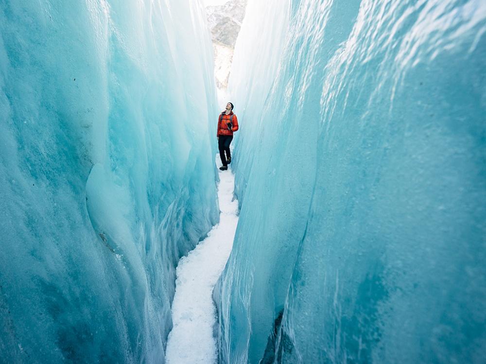 12495110 hike franz josef glacier 90832 990x742 1000 3347d520fe 1490359360 - 한번 보면 절대로 잊지 못할 '25장'의 사진
