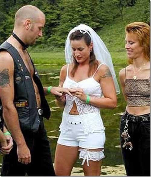 13weirdweddingdress - 無言薯條!19 件讓你看了「寧願不要結」的婚紗 #5 這畫面太美我不敢看