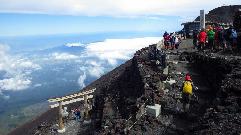140901 01 1024x576 - 富士山に現れたヒーローの正体
