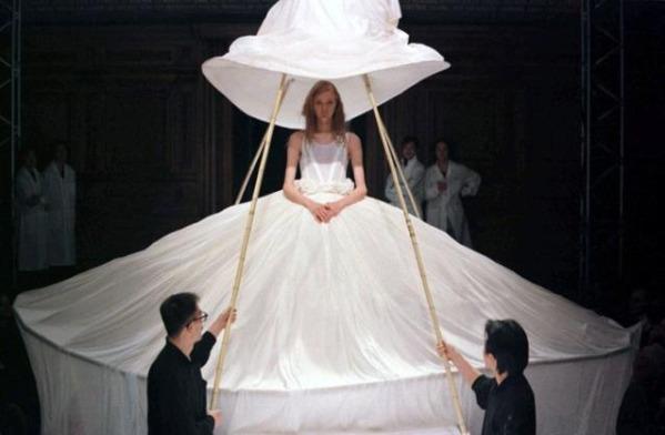 15weirdweddingdress - 無言薯條!19 件讓你看了「寧願不要結」的婚紗 #5 這畫面太美我不敢看