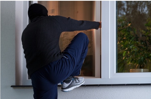 1708080203 - 여성 거주 원룸에 무단 침입한 남성, 집 비밀번호를 알아낸 방법은 '담뱃갑'?!