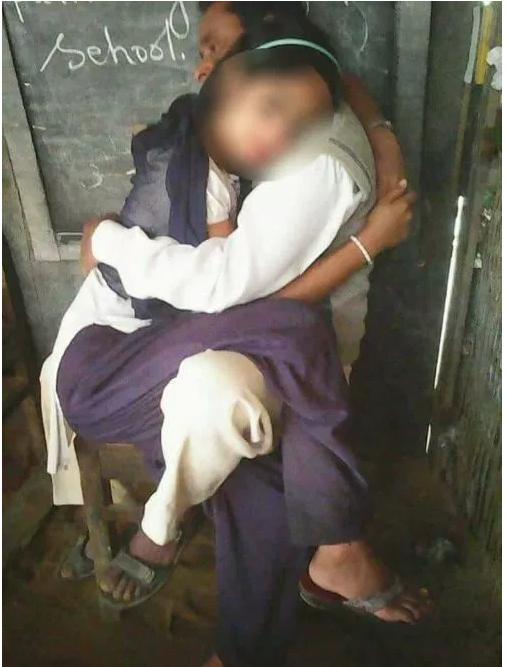 1708170402 2 - 男교사의 대담한 성추행...10대 여학생 몸 더듬으며 사진 찍어 '논란'