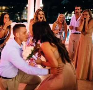 2e8106d57e114c890db62654d9682721 300x290 - Bride Is About To Throw Bouquet, But Suddenly, A Man Takes It And Goes Down On His Knees