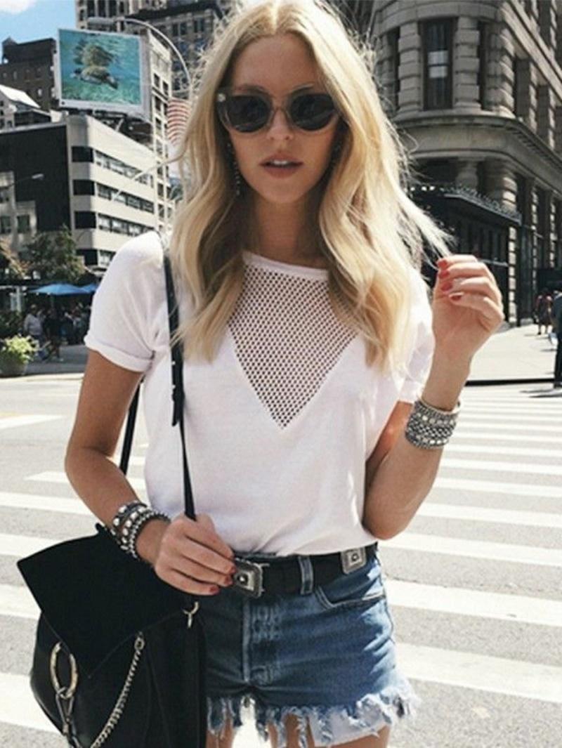 3 2 - 白いシャツを着る?「小さいおっぱい」をカバーする着こなし