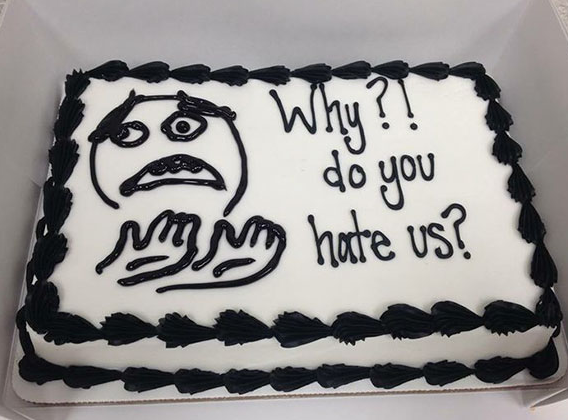 3 farewellcakes - 15 Hilarious Farewell Cakes That Go Too Far