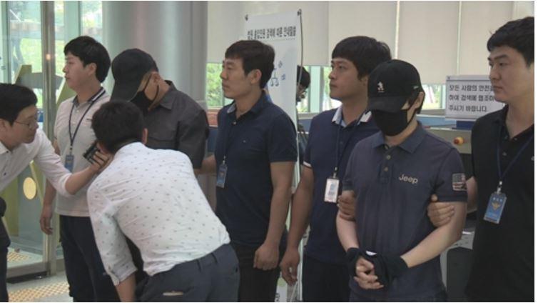 32 - 여고생 수십 명을 성추행한 무개념 男 교사 구속