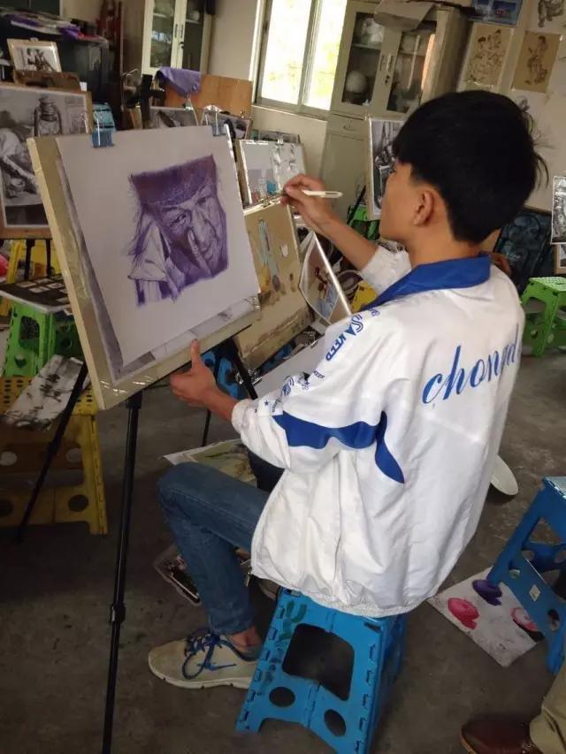 501000541144643a05a - 只用1支筆!16歲男上課畫畫被老師「當眾羞辱」!專家看到作品驚呆「簡直藝術奇才」!