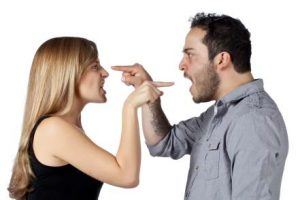 argue 7 300x200 - 음란 사이트에서 활동한 남편을 복수하기 위해 본인의 나체사진을 올린 아내