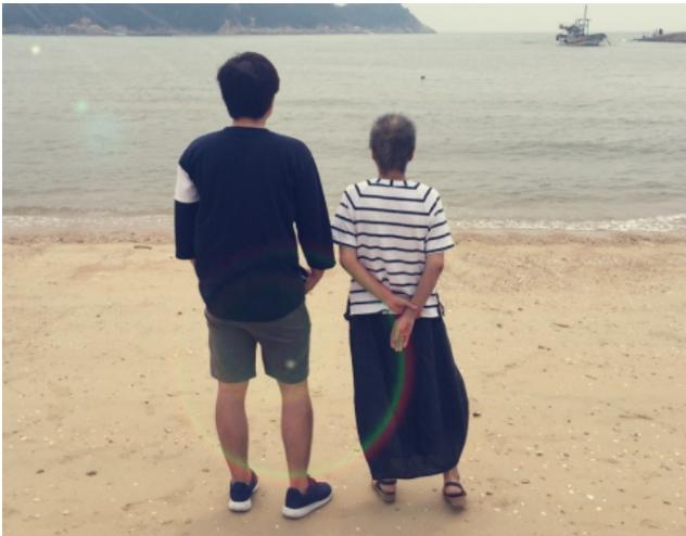 article 3 4 - '시한부' 엄마와 마지막 여행 떠난 아들의 사연... 동행한 친구에 '폭풍 감동'