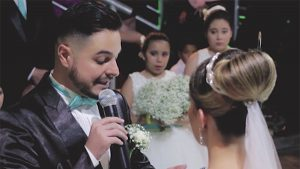brollopet3 300x169 - Groom Tells Bride To Step Aside At Their Wedding. Then, He Hugs Another Girl And Cries