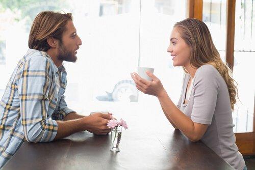 "communication - ""헤어진 남자친구가 그동안의 데이트 비용을 돌려달라 합니다."""