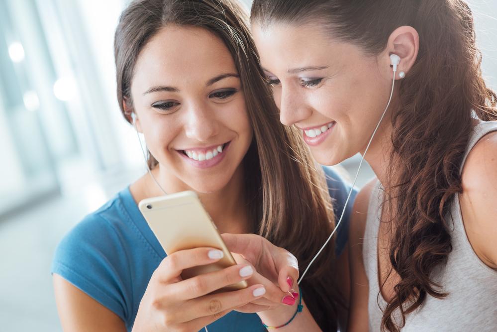 depositphotos 78284494 m 2015 - 답답했던 '아이폰' 최대 음량 '10초' 만에 확 키우는 초간단 꿀팁