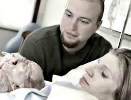 eb8ba4ec9ab4eba19ceb939c 1 1 - Mom Poses With Her Healthy Newborn Baby. But Hours Later, Doctors Deliver Painful News To Dad