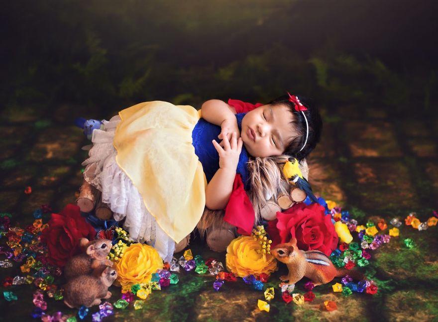 ebb0b1ec84a41 - 디즈니 공주님으로 변신한 6명의 사랑스러운 아기들 (사진)